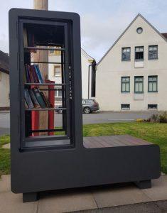 Neuer Bücherschrank